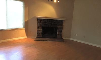 Living Room, 1811 Woodland Glen Dr S, 1