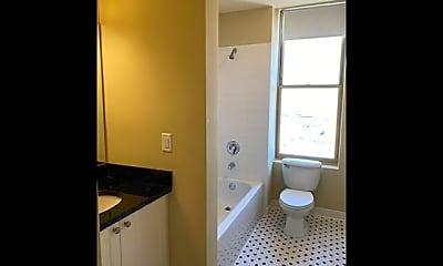 Bathroom, 2024 2nd Ave N 1401, 2