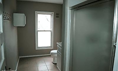 Bathroom, 903 E Burlington St, 2