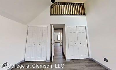 Bedroom, 109 College St, 2