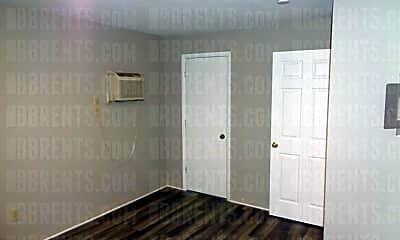 Bathroom, 735 Trumbull St, 2