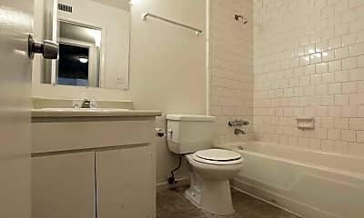 Bathroom, Royal Oaks Apartments, 2