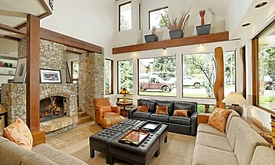 Living Room, 622 W Smuggler St, 1