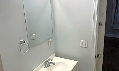 Bathroom, 4437 Chestnut St, 2