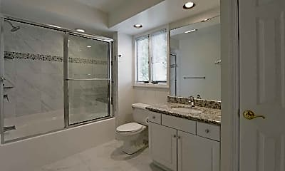 Bathroom, Pineloch Estates Apartments, 2