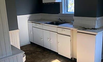 Kitchen, 1043 E 68th St, 1
