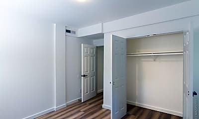 Bedroom, 545 Oakview Rd, 2
