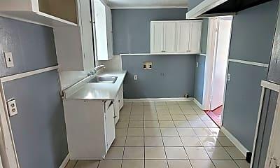 Living Room, 3131 Frederick St, 2