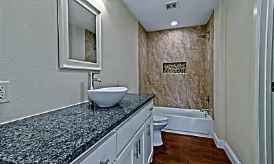 Bathroom, 602 E College St, 2