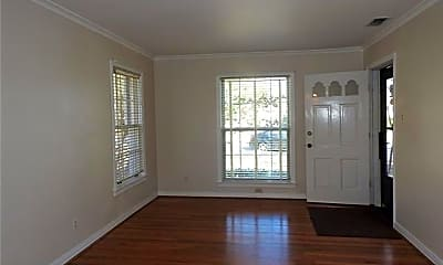 Living Room, 6208 Kenwood Ave, 1
