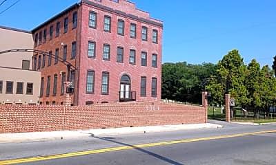 Building, 1360 N George St, 2