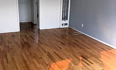 Living Room, 2420 Ocean Park Blvd, 0
