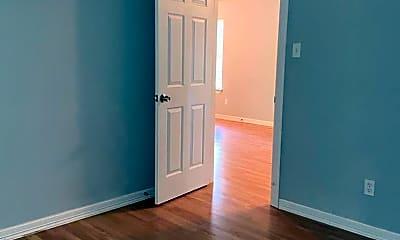 Bedroom, 5301 Higgins St, 1