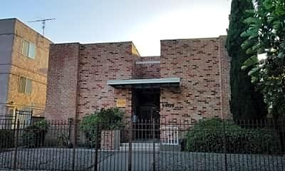 Building, 5909 Hazeltine Ave, 0