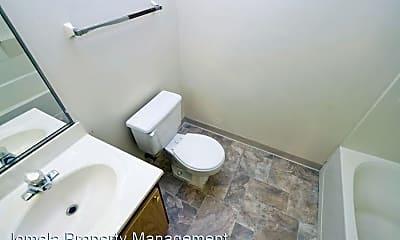 Bathroom, 2803 W Kilbourn Ave, 2