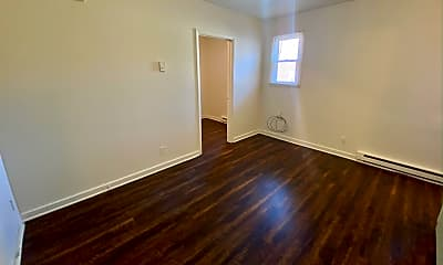 Bedroom, 424 W King St, 1