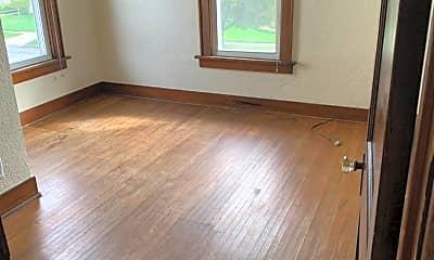 Living Room, 4533 Burnham Ave, 2