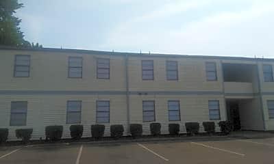 Macon Manor, 2