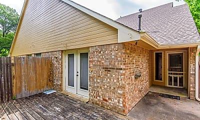 Building, 447 Oak Leaf Dr, 2