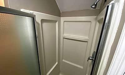 Bathroom, 2103 Summit St, 2