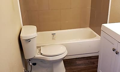 Bathroom, 2924 Beechwood St, 2