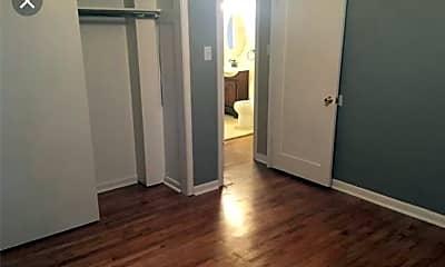 Bathroom, 4568 Zenobia St, 2