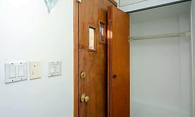 Bathroom, 2612 W Superior St, 2