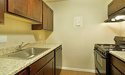 Kitchen, Reserve at South Pointe, 1