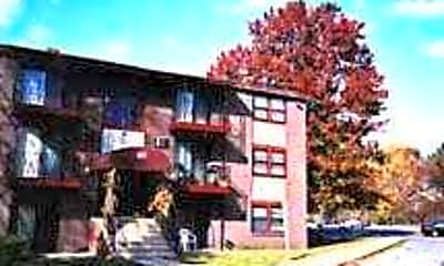 Spruce Knoll Apartments, 1