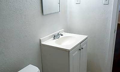 Bathroom, 5006 Gaston Ave, 2