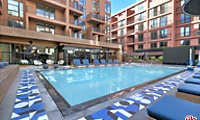 Pool, 6200 Hollywood Blvd 2207, 0