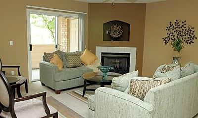 Living Room, Walnut Creek Apartments, 2