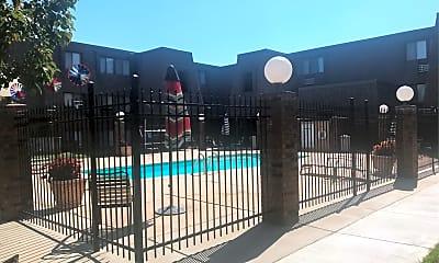 Brookhollow Apartments, 2