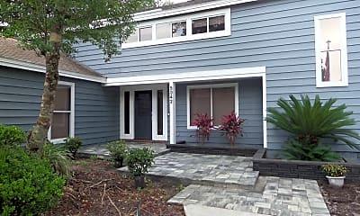 Building, 5342 Oak Bay Dr E, 1