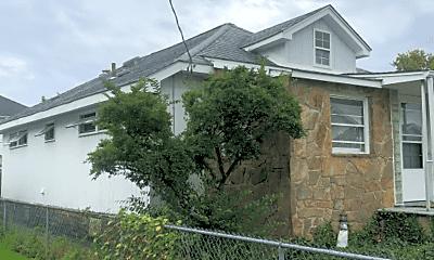 Building, 206 Lyons Ct, 1