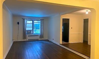 Living Room, 35-36 76th St 125, 1