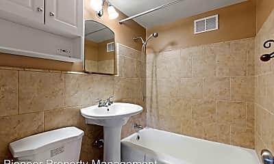 Bathroom, 2100 Franklin St, 2