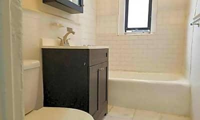 Bathroom, 1190 Shakespeare Ave, 2