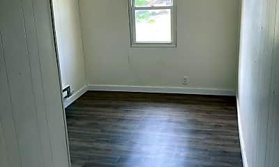 Bathroom, 109 W Walnut St, 2