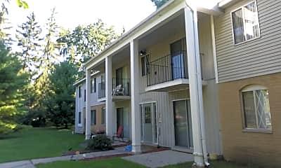 Applewood Apartments, 2