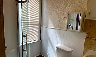 Bathroom, 1619 Plum St, 2
