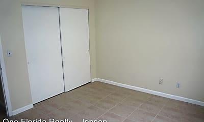Bedroom, 2560 NE Dixie Hwy, 2