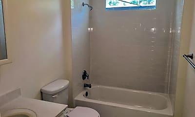 Bathroom, 4413 S Parkway Dr, 2