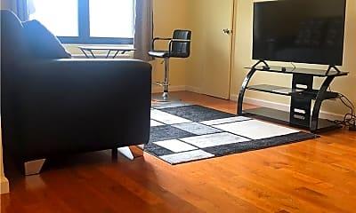 Living Room, 7055 Park Dr E 2, 1