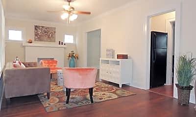 Dining Room, 3835 Glenwood Rd, 1