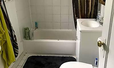 Bathroom, 613 Lexington Ave, 1