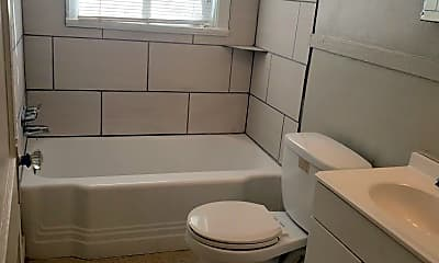 Bathroom, 512 Lundee St, 2