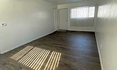 Living Room, 105 Elmwood St, 2