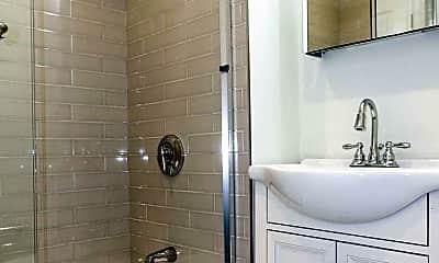 Bathroom, 41 W Walnut Park, 2