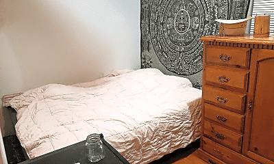 Bedroom, 902 W Newport Ave, 1